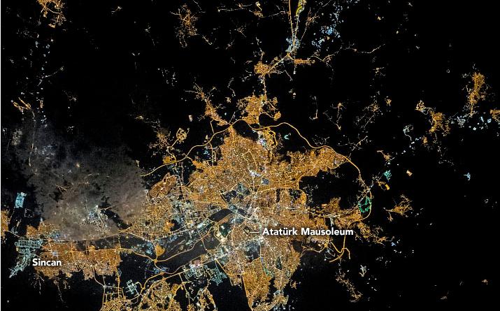 Gecenin Karanlığında Işıldayan Ankara